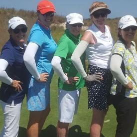 A group of lady golfers all wearing IceRays Sun Sleeves for Maximum UV sun protection. Sun-Protection